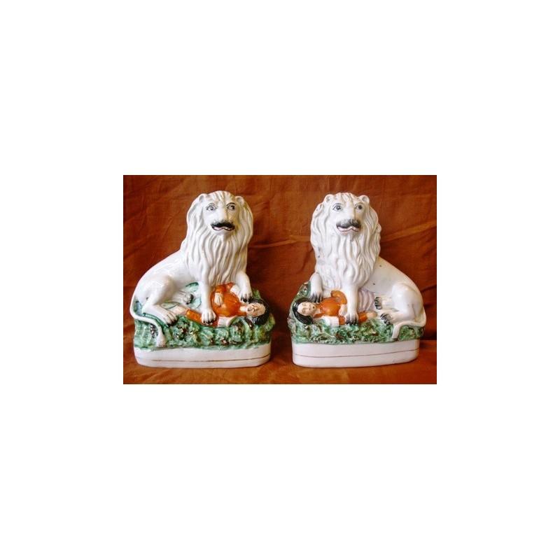 Pair lions