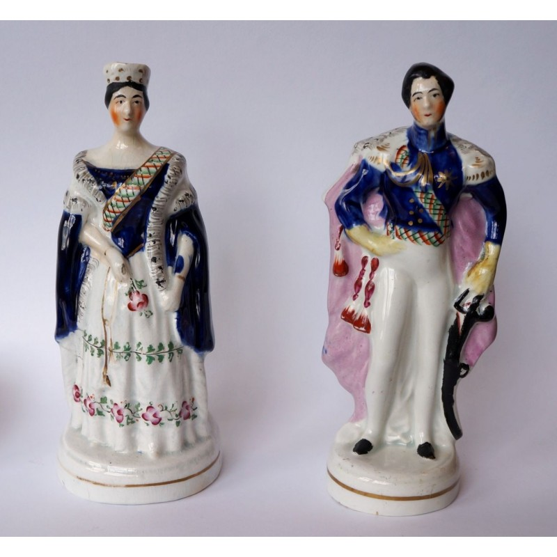 Pair Victoria and Albert standing